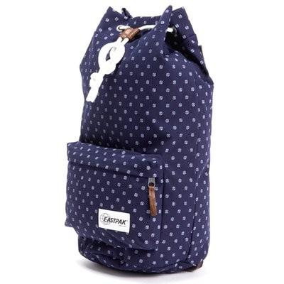 ネイビーのバッグ