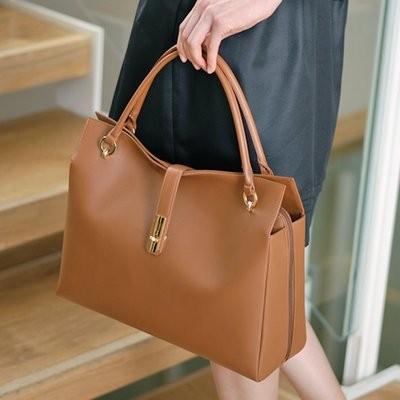 ドラマで愛用した鞄