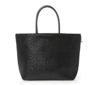 【黒!】吉田羊さんのバッグ ナオミとカナコ ブランド情報