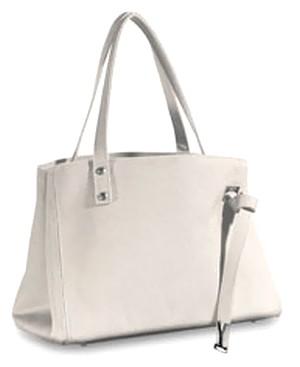 二階堂ふみさんのバッグ|ドラマ『そして誰もいなくなった』さなえが使用の鞄のブランド
