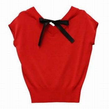 リボン付きの赤い洋服